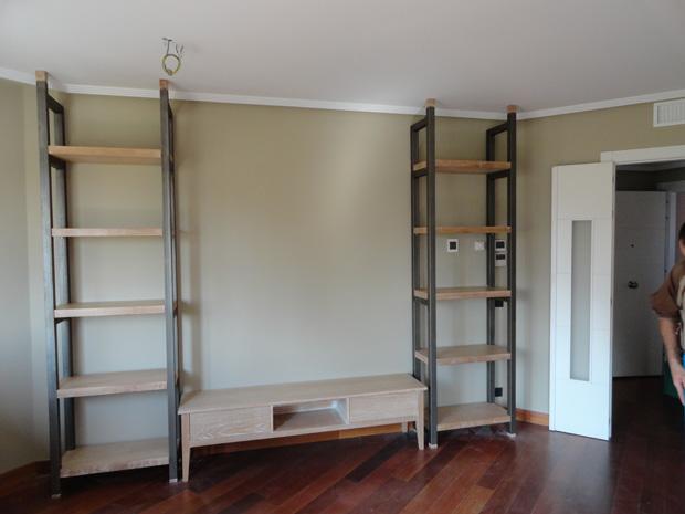 Librería y mesa de televisión