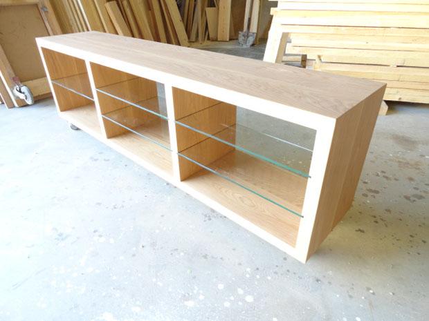 Mueble de televisión con cristal y madera